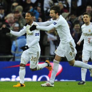 Swansea end Bradford run to claim League Cup crown