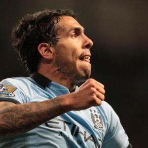 Tevez sinks Wigan as City close gap on United