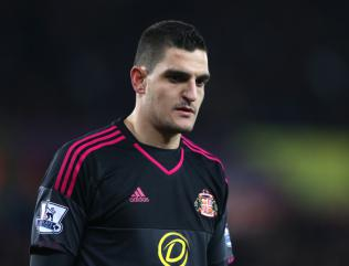 Sunderland goalkeeper Vito Mannone to have scan on arm injury