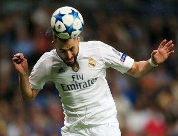 Karim Benzema signs new Real Madrid contract until 2021