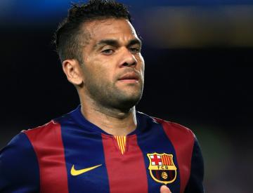 Barca hope to extend Alves stay