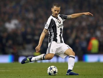 Juventus defender Leonardo Bonucci looks set for shock switch to AC Milan