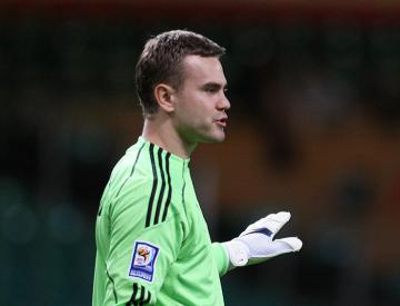 Russia's Akinfeev struck by flare