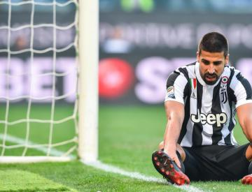 Juventus cruise past Crotone to keep pace with Serie A pacesetters