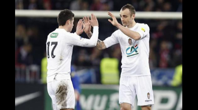 Berbatov scores to send Monaco through in French Cup