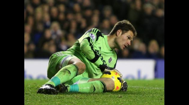 Stoke concerns over Begovic fitness