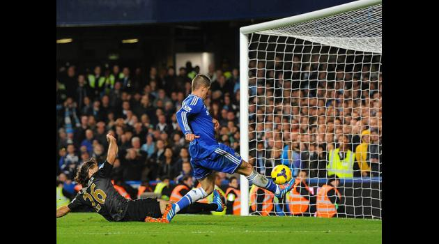 Torres winner puts Chelsea second