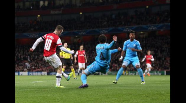 Wilshere puts Arsenal in pole position for Champions League qualification