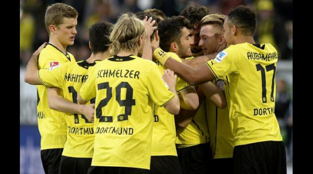Dortmund run riot, but lifes a pitch for Bayern