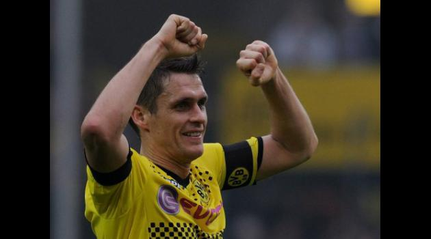 Veteran Kehl seals Dortmunds win at Freiburg