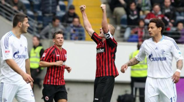 Frankfurt edge closer to Champions League