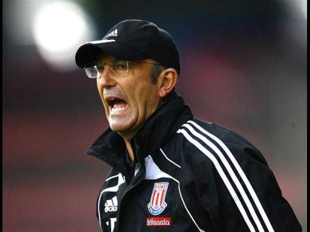 Pulis pours scorn on Begovic claims