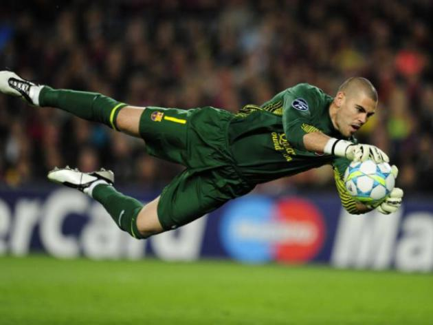 Valdes to see out Barcelona contract