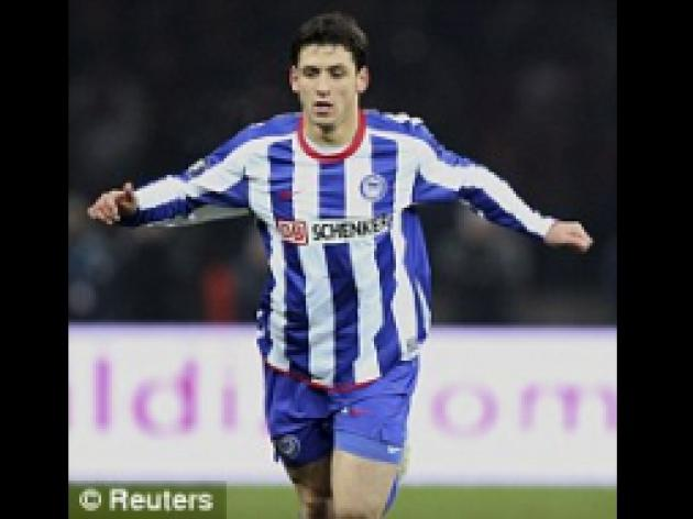 Man United set sights on swoop for Hertha Berlin's midfield star Kacar