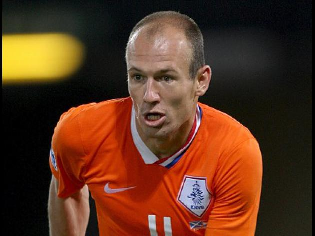Van Marwijk to wait on Robben