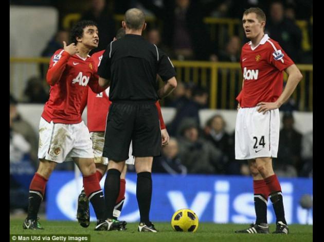 Sir Alex Ferguson's new feud with referee Mike Dean
