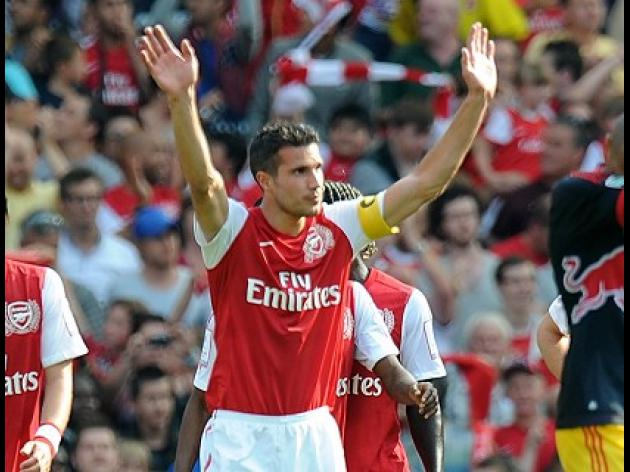 Football: Century for van Persie as Arsenal down Bolton