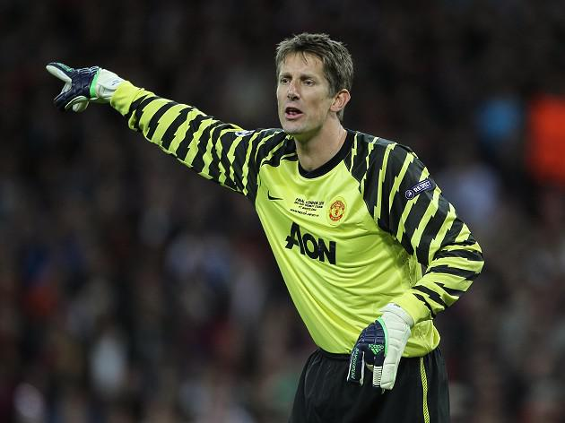 Edwin Van der Sar says Moyes has big shoes to fill