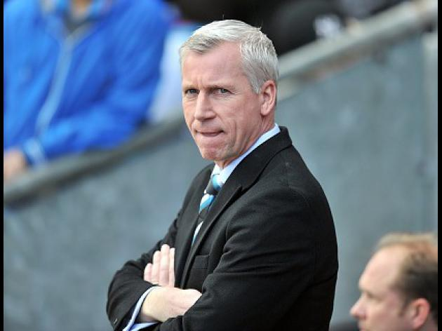 Pardew still targeting new striker