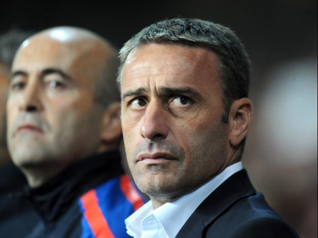 Portugal coach Bento extends contract
