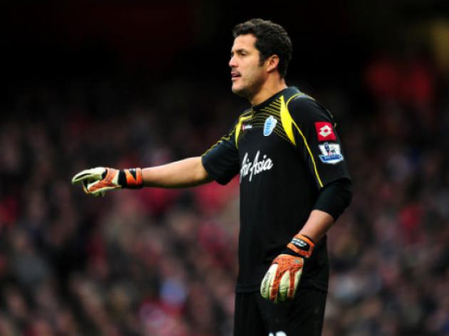 Arsenal should sign Julio Cesar to solve their goalkeeper problems