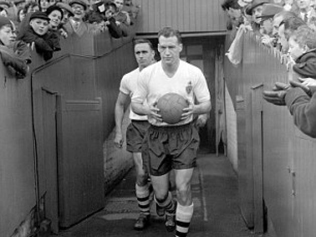Bobby Charlton leads tributes to Nat Lofthouse