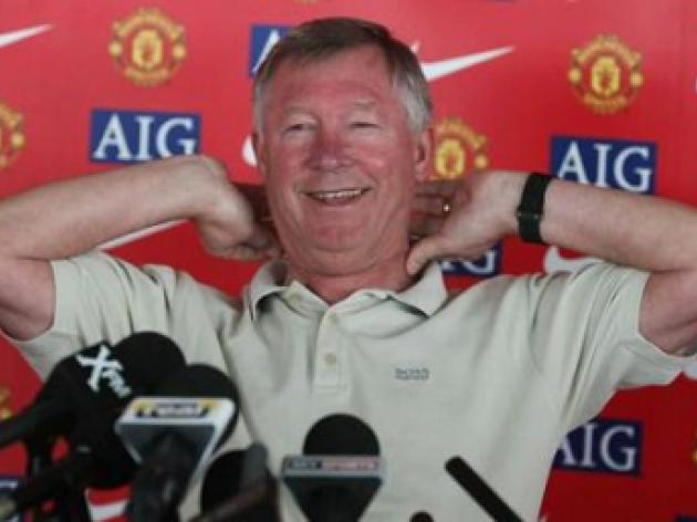 Sir Alex Ferguson delighted to get under Rafael Benitez's skin