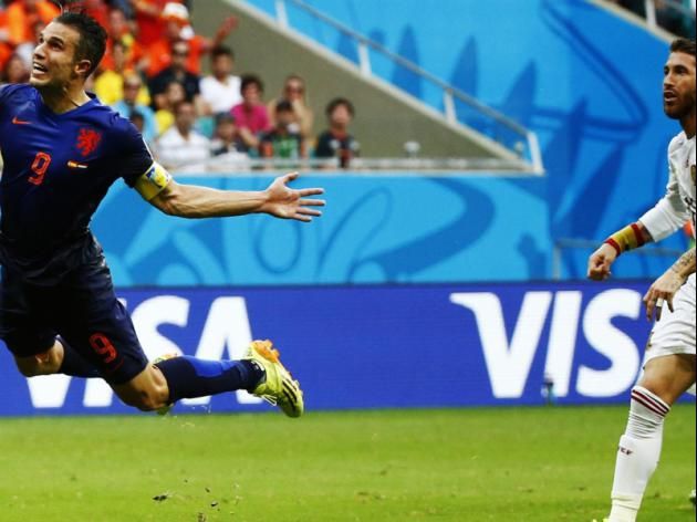 Van Persie returns as Dutch seek World Cup quarters place