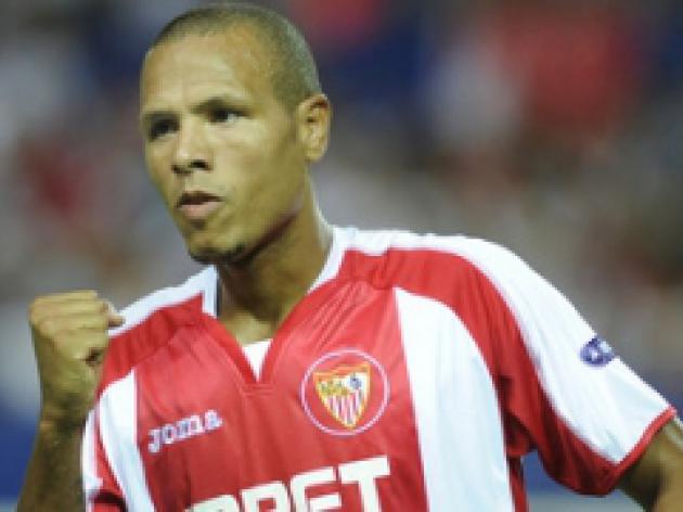 Fabiano considering Sevilla exit