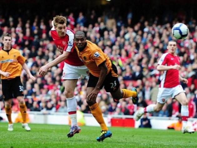 Arsenal 1 Wolves 0: Nicklas Bendtner's precious late winner maintains Gunners' title push