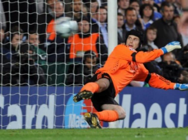 Reality Cech! Even Hiddink won't give Chelsea keeper a vote of confidence
