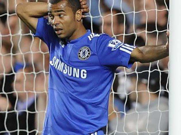 Naked texts scandal rocks Ashley Cole - Reports