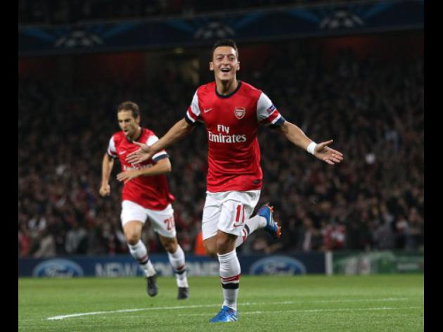 Ozil off the mark as Arsenal down Napoli