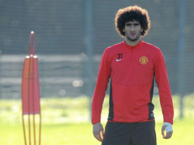 Manchester United's Young and Nani use new boy Marouane Fellaini's head as target practice - video