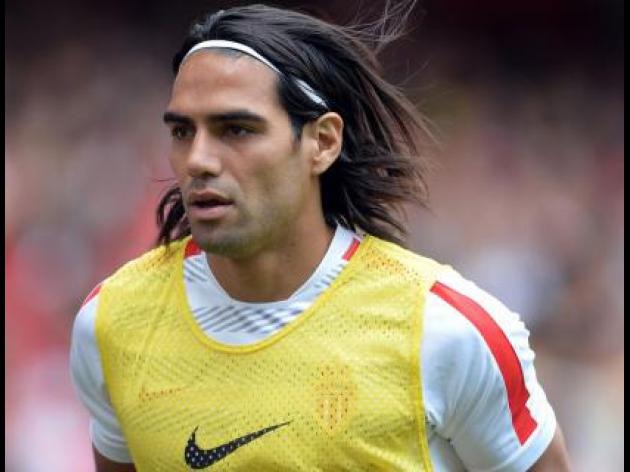 Falcao completes Old Trafford move