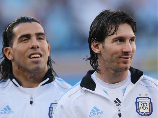 Tevez denies talk of rift with Messi