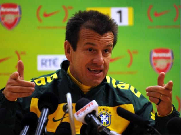 Dunga rings changes in first Brazil squad