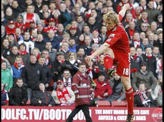 Super-sub Kuyt sends United crashing out