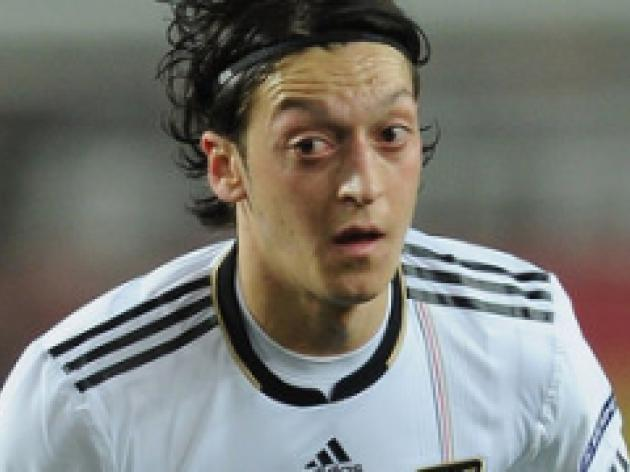 Ozil happy at Bernabeu
