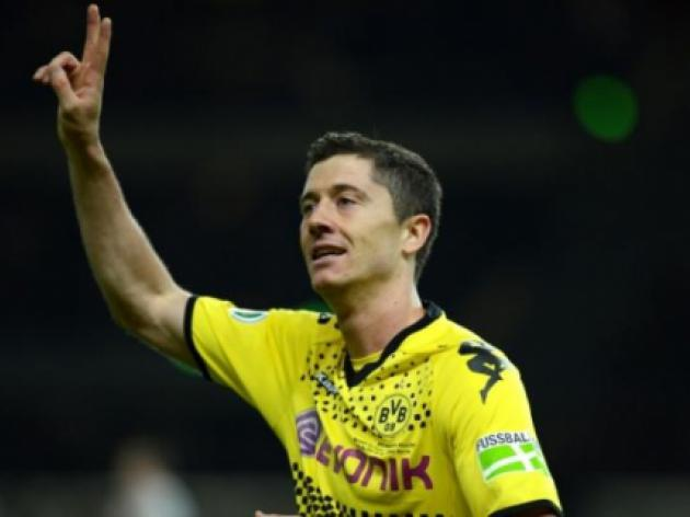 Manchester United land Borussia Dortmund star Robert Lewandowski