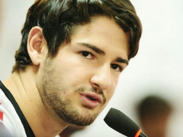 Pato quits Corinthians after fan attack