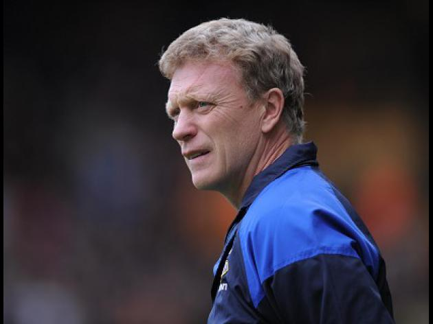 Moyes hopes for strong referee for Merseyside derby