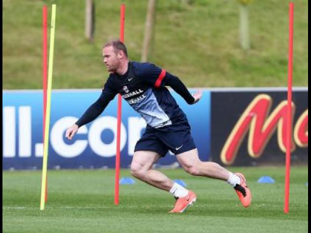 Mourinho still has Rooney in his sights