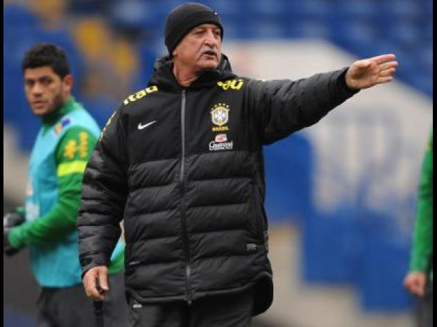 Scolari refuses to be drawn on axed Kaka