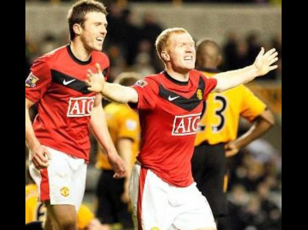 Ton up Scholes boosts Reds