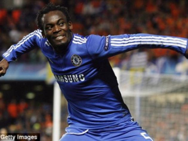 Michael Essien signs new deal to stay at Chelsea until 2015