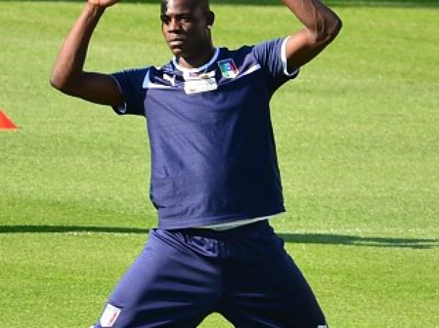Balotelli resumes training ahead of Irish clash