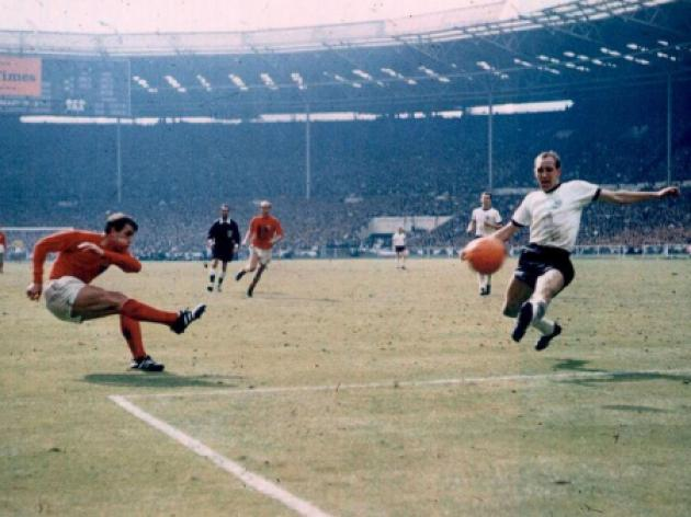 Sir Geoff Hurst Exclusive - Geoff on 1966  Bobby Moore