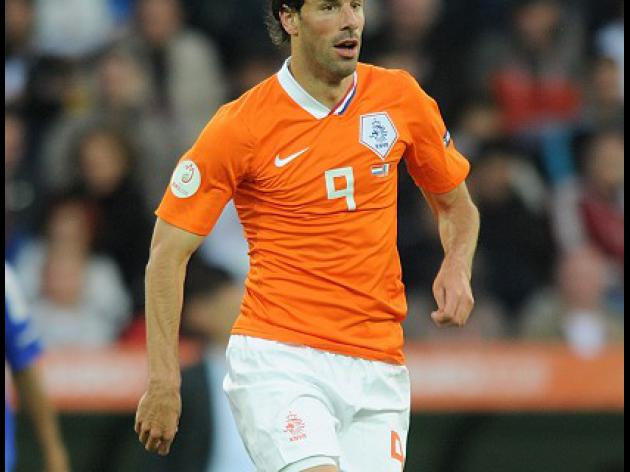 Van Nistelrooy calls it quits