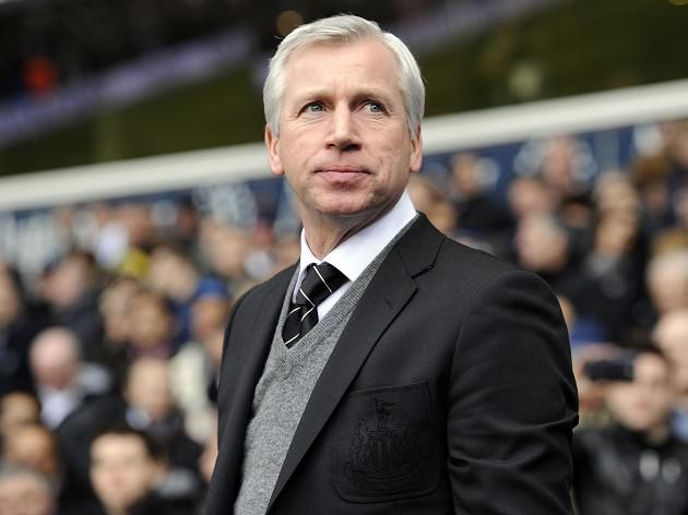 Newcastle boss Alan Pardew wants professional linesmen